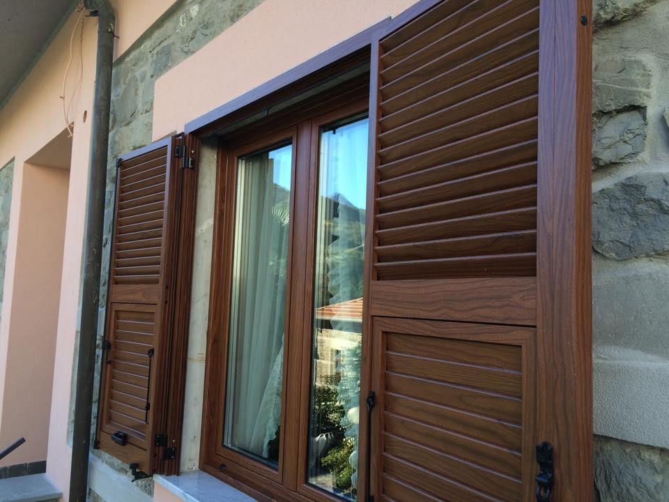 Produzione e vendita serramenti in pvc alluminio e for Serramenti pvc legno